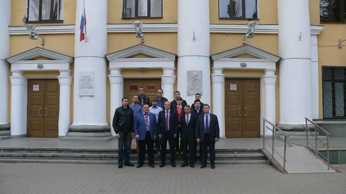 Нейрохирург Григорьев с участниками мастер-класса